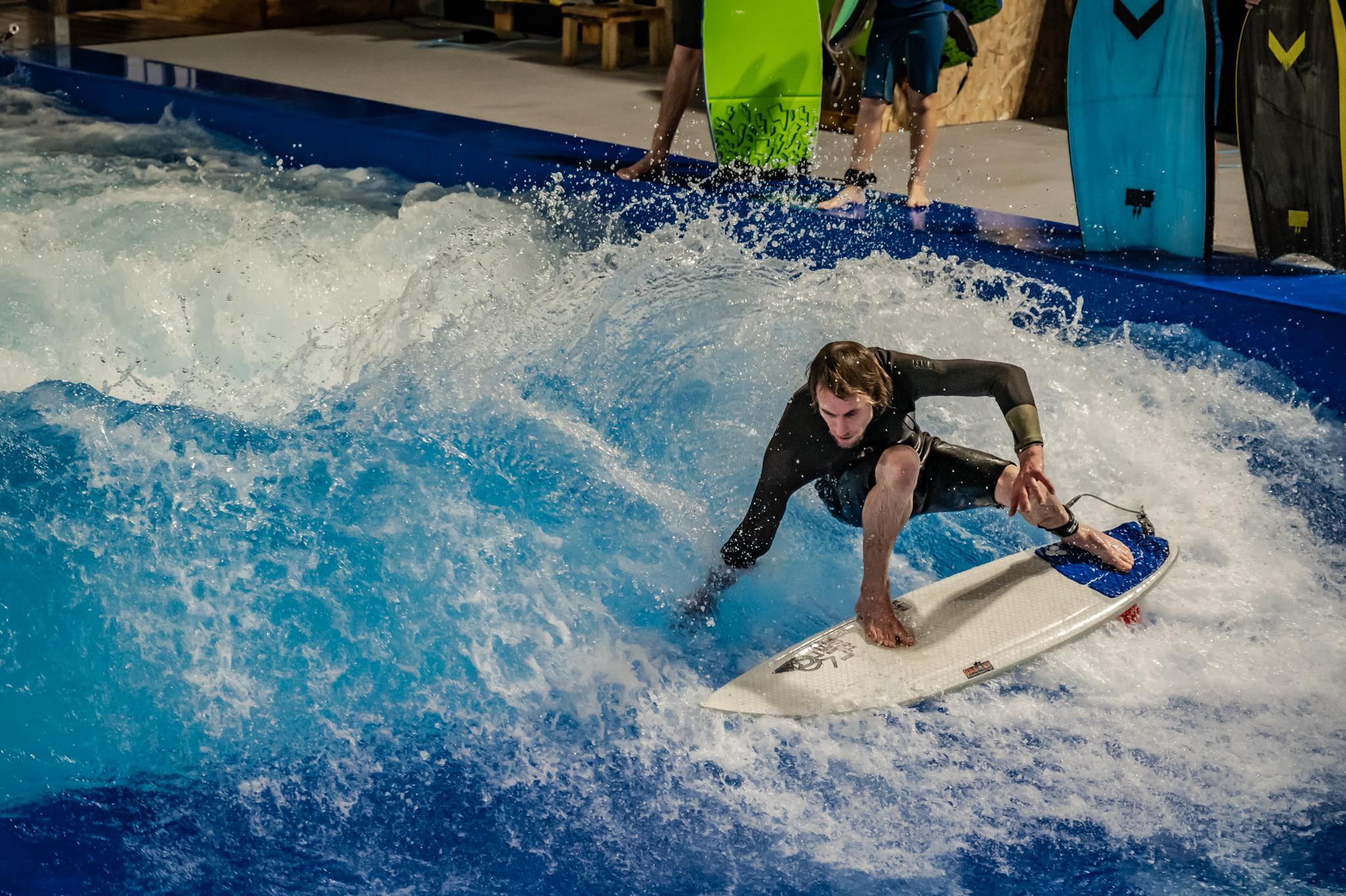 Surf en vague artificielle à the Glassy House à St Gilles Croix de Vie en Vendée