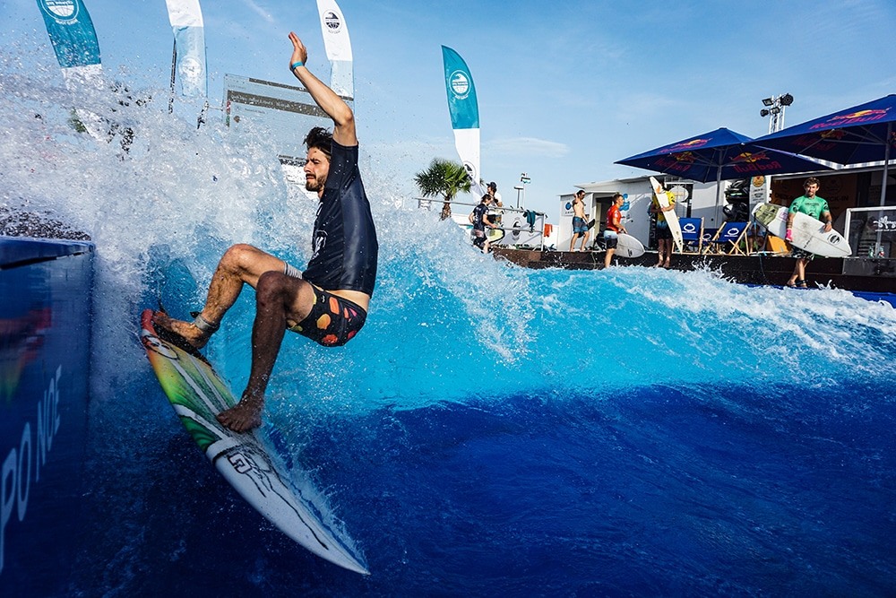 Andrrew Diggler, rider Wildsuits, participera au city wave pro tour à the glassy house