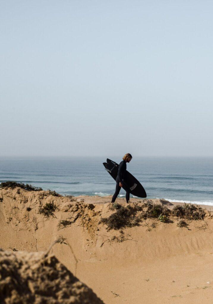 Rider en combinaison surf
