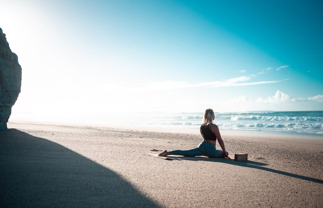 Se détendre avec le yoga après le surf