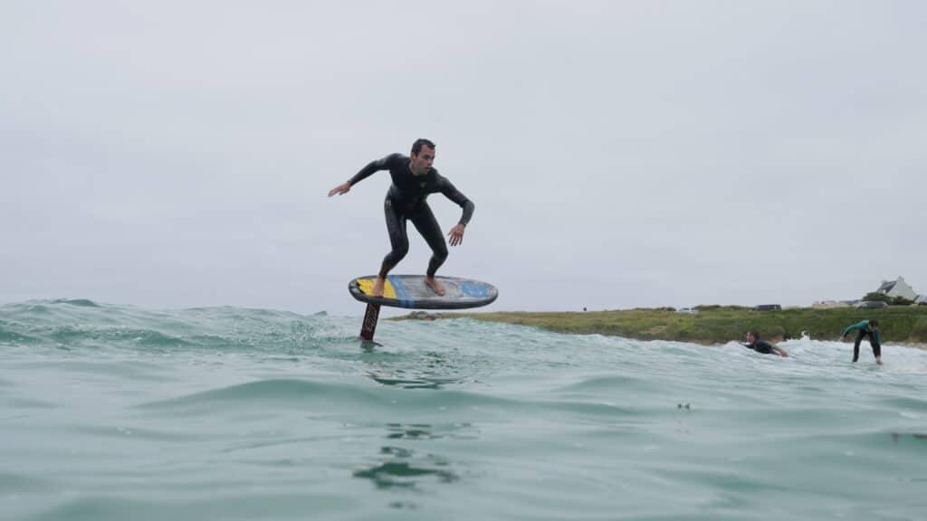 surf foil en Wildsuits